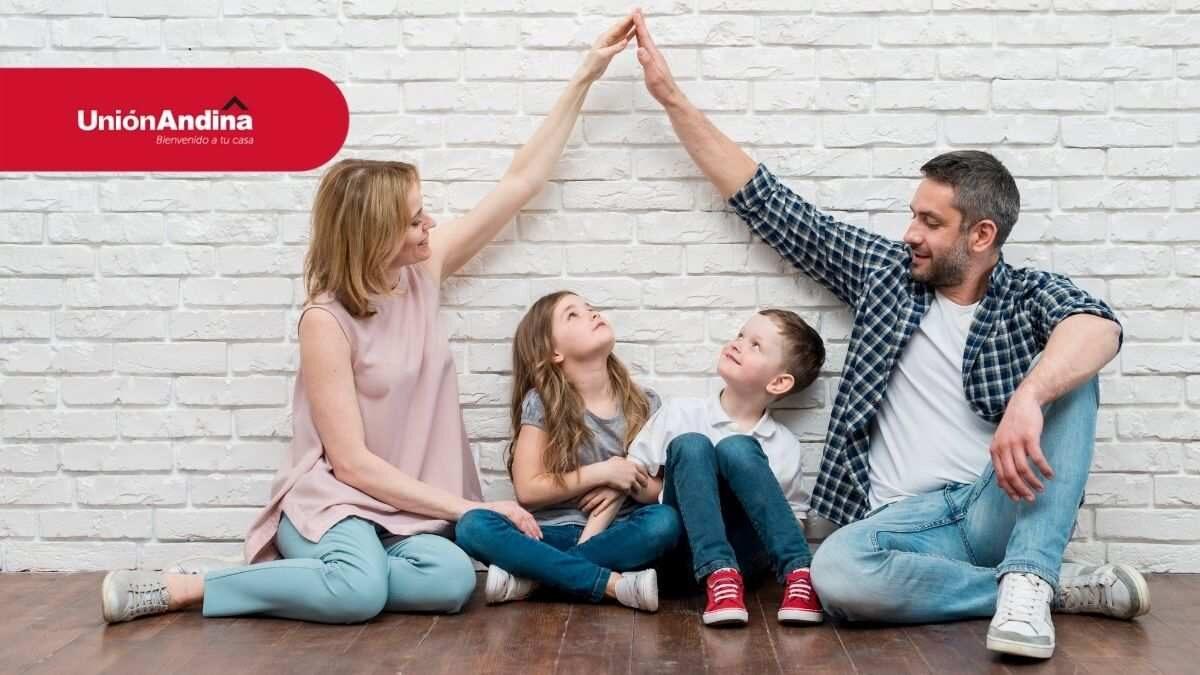 familia feliz en su vivienda