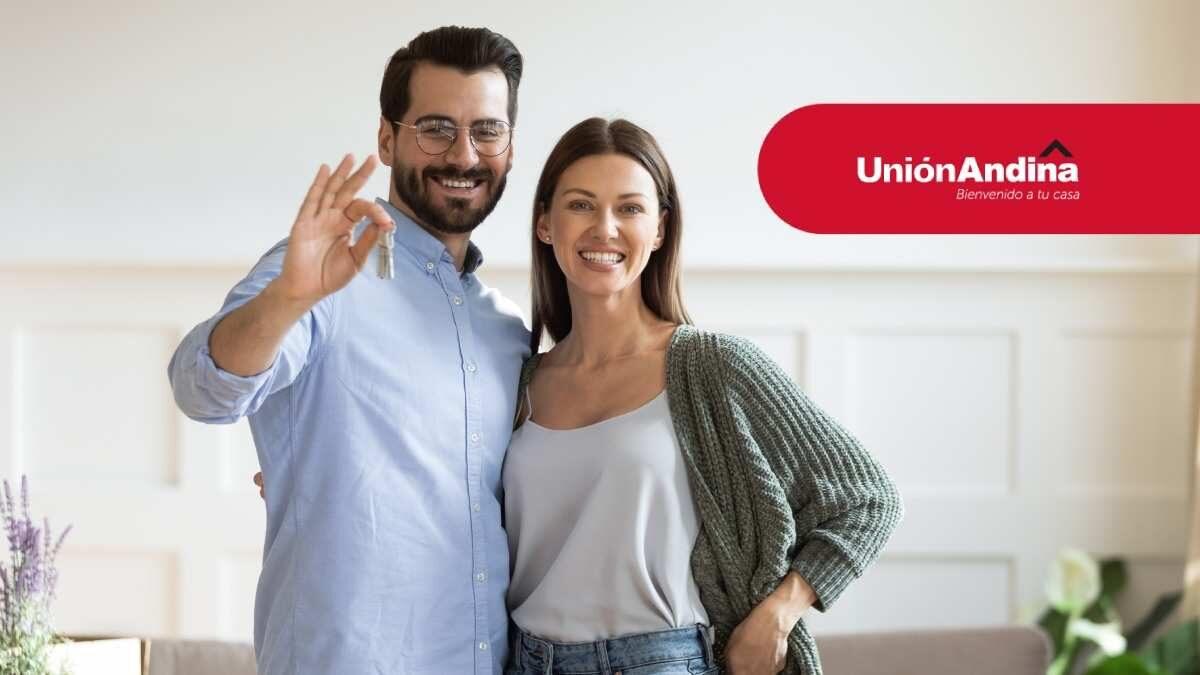 pareja disfrutando su subsidio de vivienda